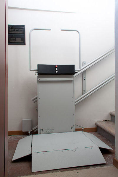 sahne asansörü