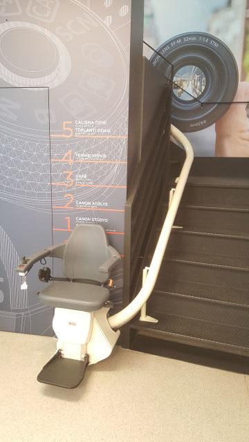 canon-deneyim-merkezi-merdiven-asansoru-1