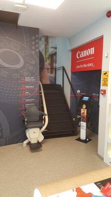 canon-deneyim-merkezi-merdiven-asansoru-2