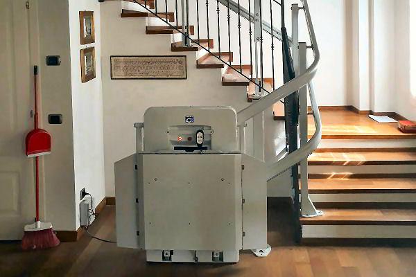 engelli için merdiven asansörü model next